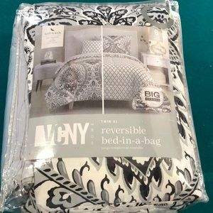 VCNY HOME reversible twin XL bed in a bag